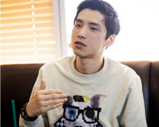 "Kingzone宣布将收购Longzhu战队并将战队改名为DragonX。对此很多观众和粉丝产生了疑问,而战队的监督Kang Dong-hoon则站出来回答了一些问题。首先对于本次的收购,他说到:""我"