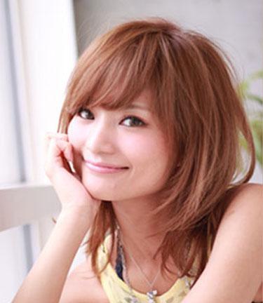 夏天+方脸适合什么样的发型呢?内扣发型最修颜