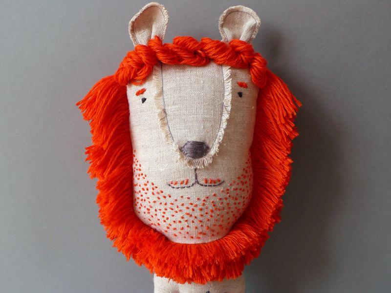 红发络腮胡的手工布艺狮子先生