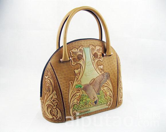 绿头鸭唐草雕花贝壳手提包