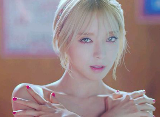 AOA草娥桃花妆容画法 跟着韩国女星学妆吧