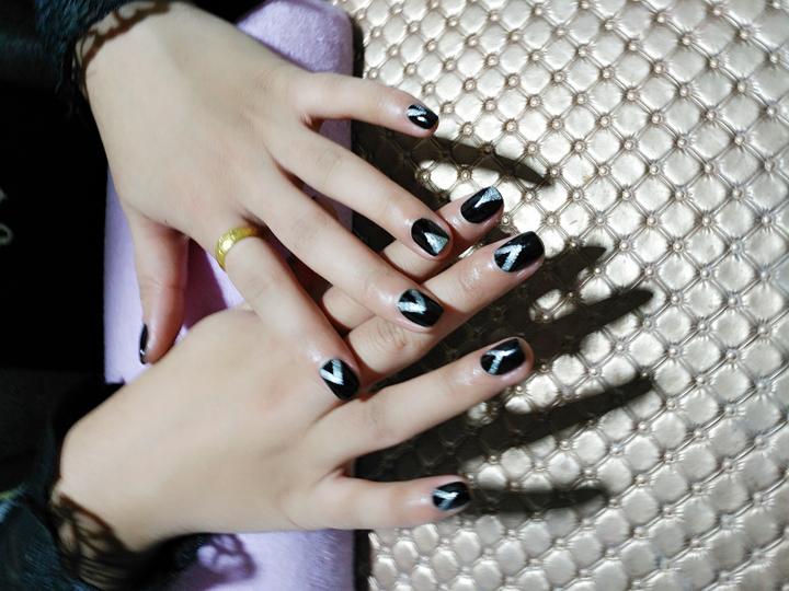 黑色加银色
