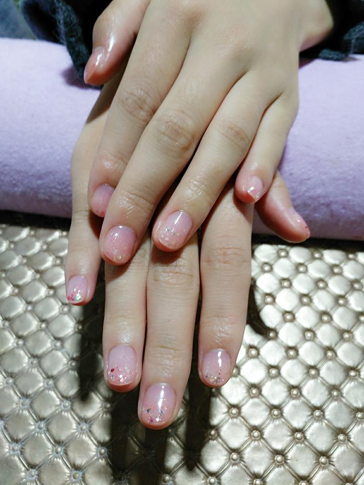 嫩粉色光疗